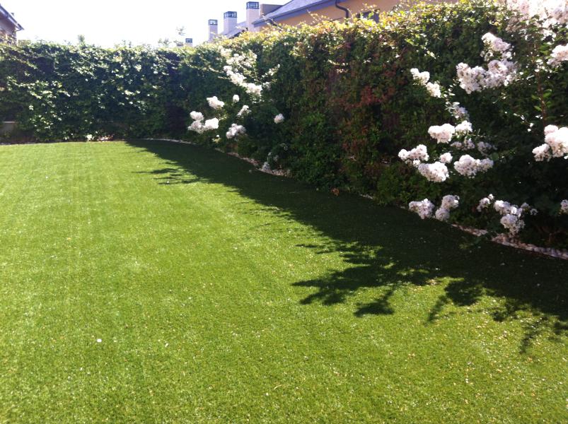 Dise o y mantenimiento de jardines terraverde paisajismo - Colocacion cesped artificial ...